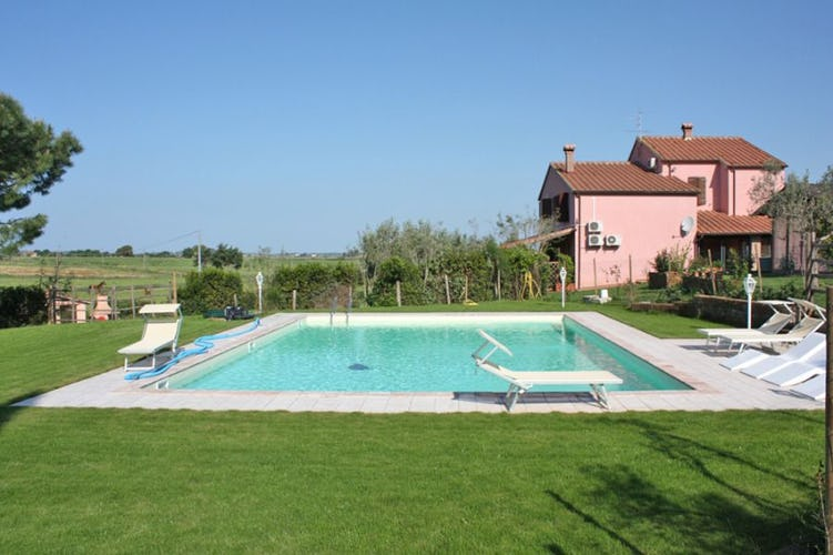 The pool at Agriturismo Melograno near the seaside