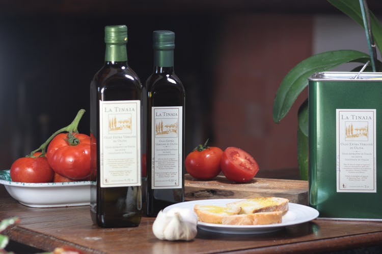 Agriturismo La Tinaia - Taste their extra virgin olive oil
