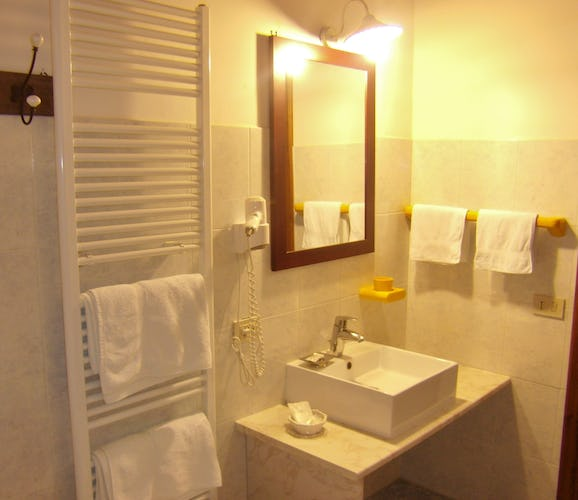 Agriturismo La Tinaia - Full bathrooms with shower