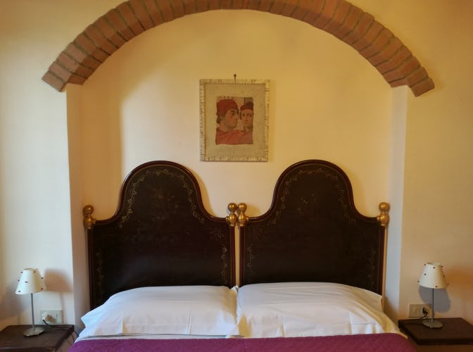 Agriturismo La Tinaia - Lots of Natural Light in the Erica room