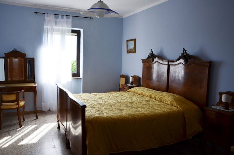 Double Room Agriturismo La Valentina with antique furnishing