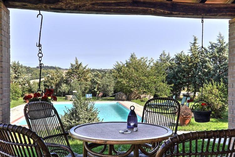 Agriturismo Le Selvole - una bella piscina con giardino