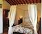 Romantico letto con baldacchino