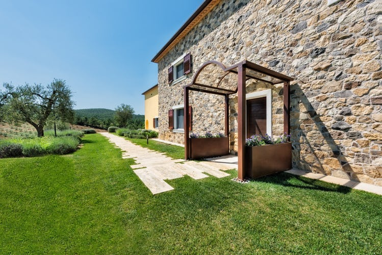 Agriturismo Poggio Mirabile - Classic Tuscan with contemporary style