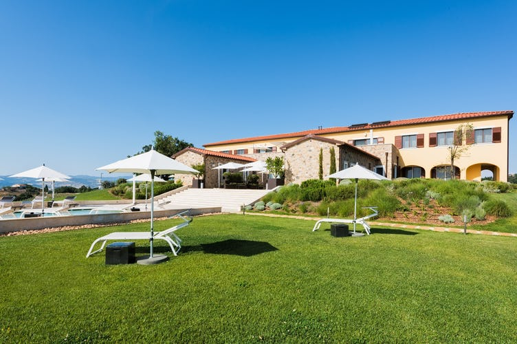 Agriturismo Poggio Mirabile - Enjoy the immense garden, pool and Tuscan views