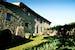 Gli alloggi della tenuta sono in tipico stile rurale toscano