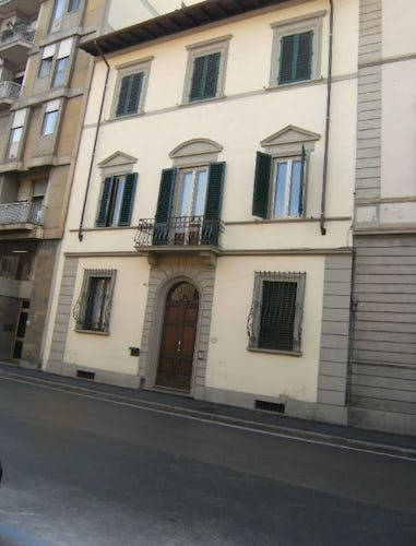 Apartment entrance, view of Florence street