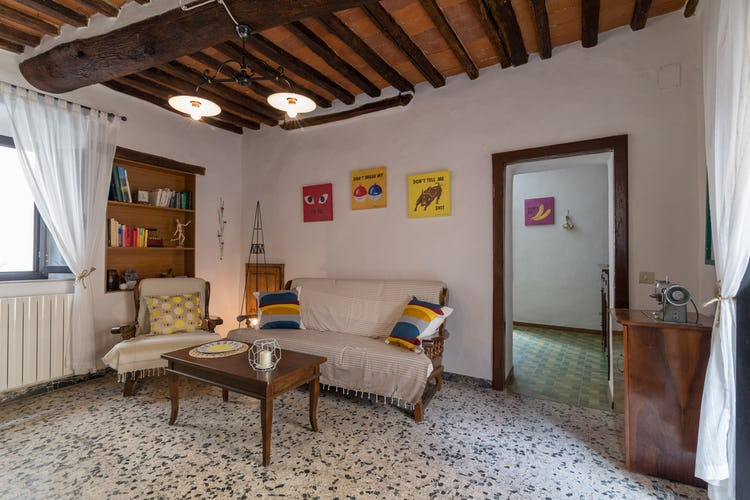 ART REBUS Tower historic holiday rental in Chianti with living room