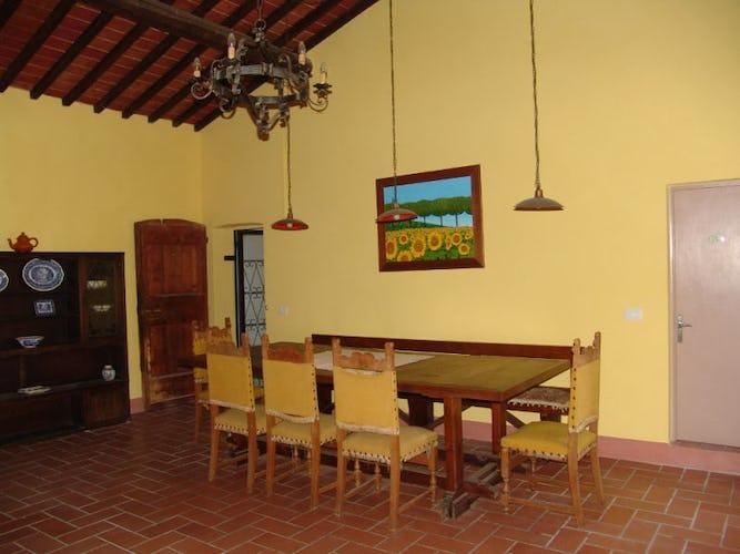 Il tavolo della sala comune per mangiare tutti insieme