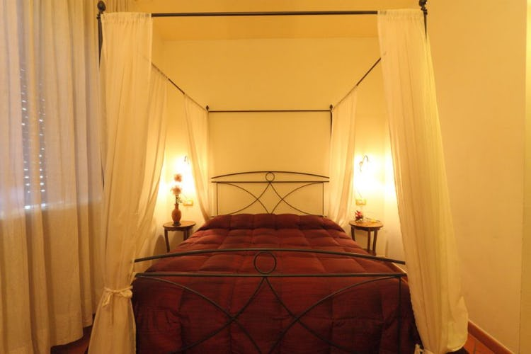 canopy-bedroom-bed-and-breakfast-florence
