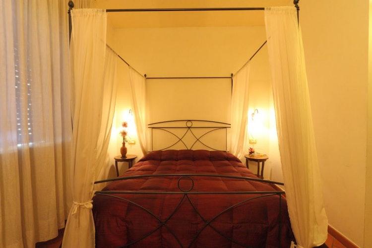 romantica-camera-bed-and-breakfast-firenze