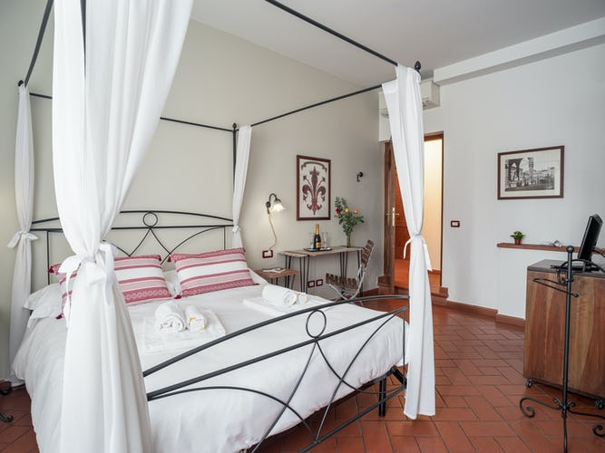 comfortable-room--bed-and-breakfast-florence