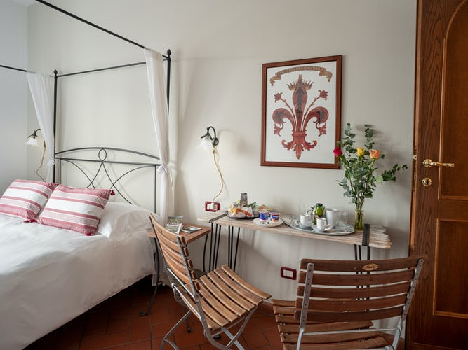 breakfast-in-room-bed-and-breakfast-florence