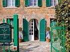 A majestic entrance at Casa Capanni