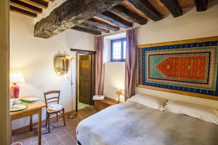 Le camere sono spaziose e molto luminose, dai colori vivaci ed accesi