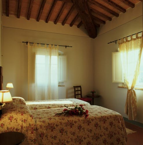 Borgo della Meliana: Apartments in farmhouse Gambassi Terme, particular of the bedroom