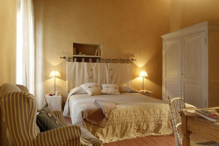 Large luminous double bedrooms at Borgo Pietrafitta