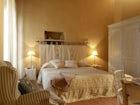 Large luminous double bedrooms at Borgo Pietrafitta