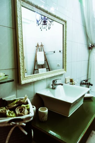 The elegant common bathroom of the B&B