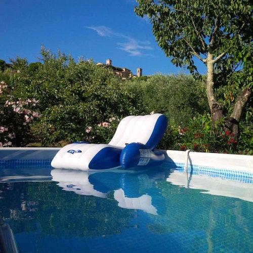 La piscina privata e riservata agli ospiti di Campo del Rosario