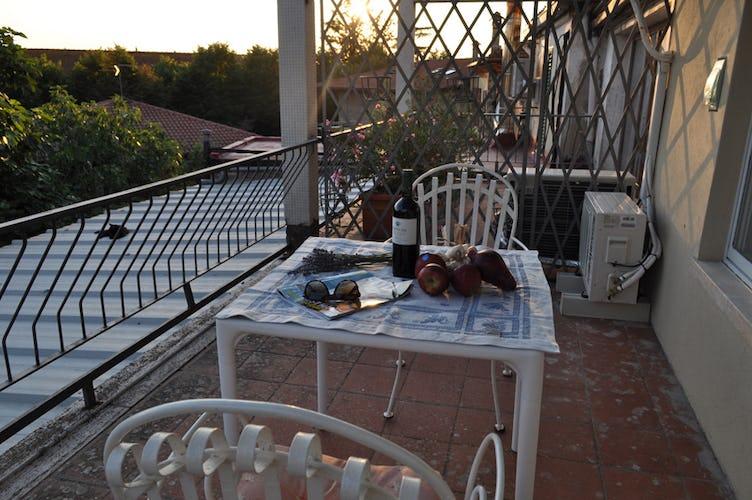 La terrazza panoramica per godersi il tramonto con dell'ottimo vino