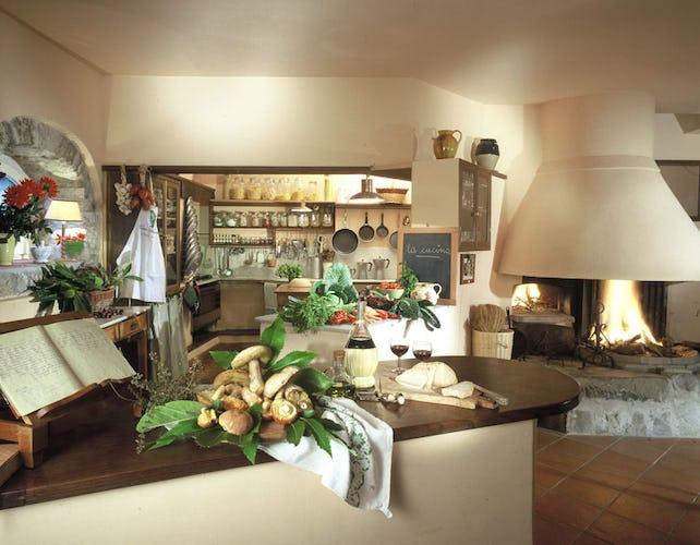 Il cucinotto a vista dove si tengono i corsi di cucina