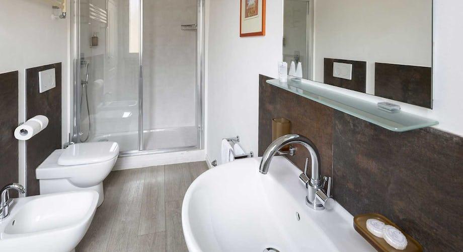 Casa Rovai B&B and Guest House - Bagni luminosi e moderni, dotati di ogni necessità