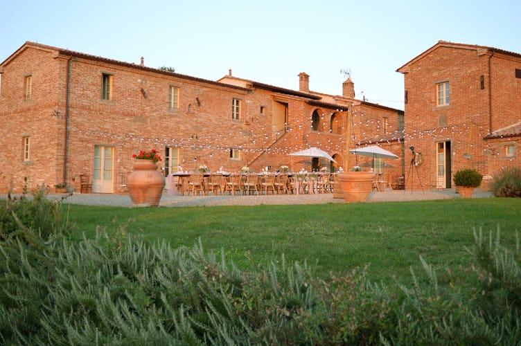 Casale Cardini - Facciata dai tipici mattoni rossi toscani