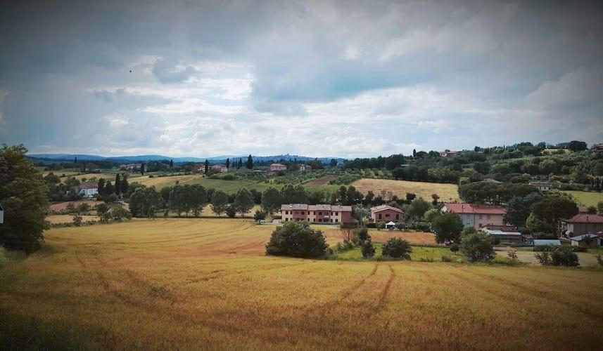 Casale Cardini - Immerso nella campagna che circonda Foiano