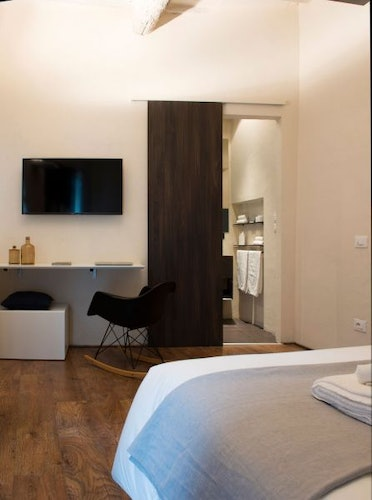 Luminous and spacious, there are 3 double bedrooms at CasaMia Gues