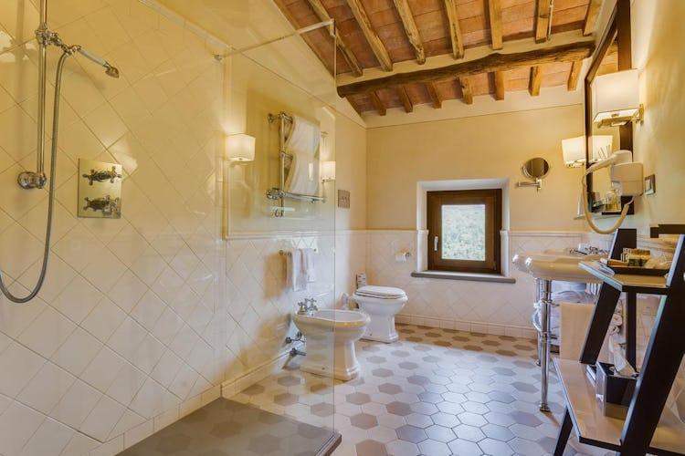 Castello La Leccia - camere e relativi bagni sono molto ampi, curati nel minimo dettaglio