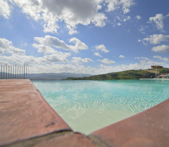Castello Vicchiomaggio :: Combine cultural sites in Tuscany with the relaxation poolside in Chianti
