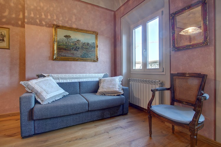 Cupido Vacation Rental Apartment in Florence, Italy: Comfortable sofa bed