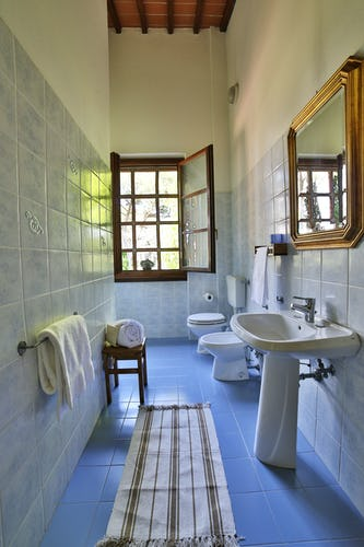 Fattoria Pagnana: modern bathrooms