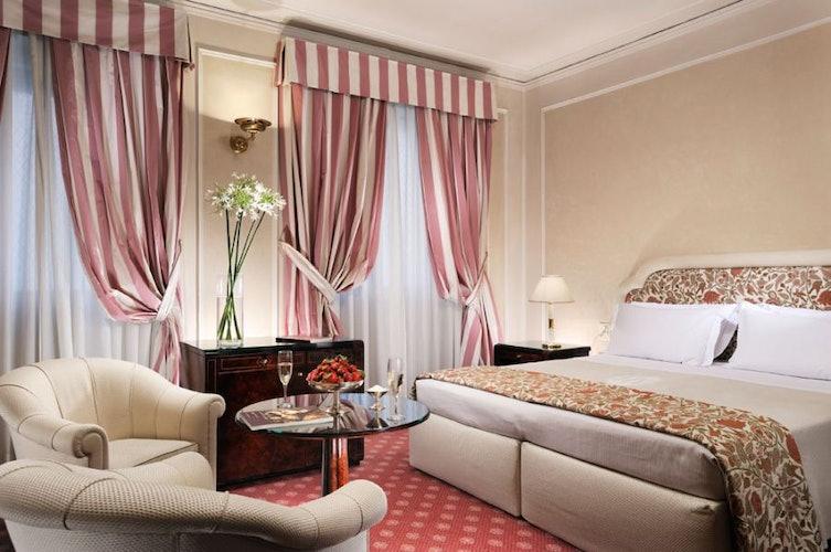 Lo spazio non manca nelle camere arredate con stile ed eleganza
