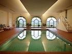 La piscina interna riscaldata, solo uno dei tanti comfort offerti