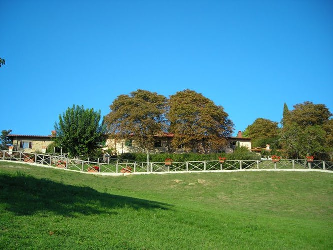 External view of the farmhouse in Tuscany