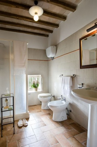 Private bathrooms all the modern comforts at I Pianelli Agriturismo