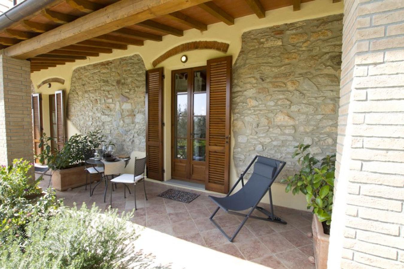 Il bottaccio casa vacanze a venturina terme costa degli for Esterno di case in stile spagnolo