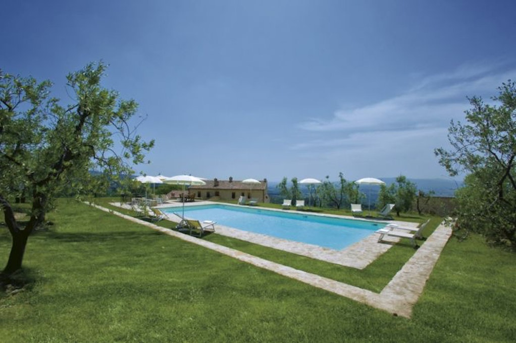 Il cellese castellina in chianti farmhouse apartments with for Farmhouse with swimming pool