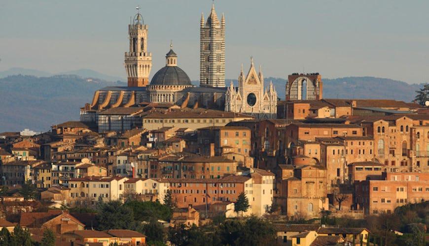 Vista di Siena e dei suoi monumenti più belli dal Chiostro
