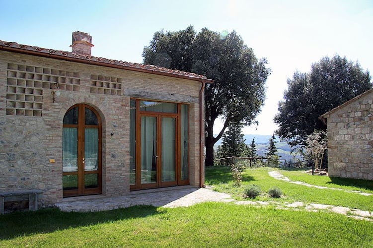 Set in a small hamlet, a true Tuscan jewel near San Gimignano