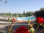Potete rilassarvi in piscina o godervi la quiete del giardino