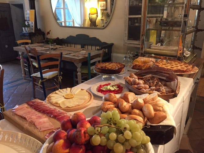 A rich breakfast at Sole del Sodo