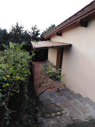 L'entrata dell'appartamento immerso nel verde del Chianti