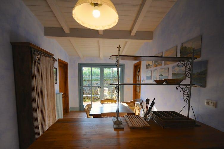 La cucina ha accesso diretto all'area esterna