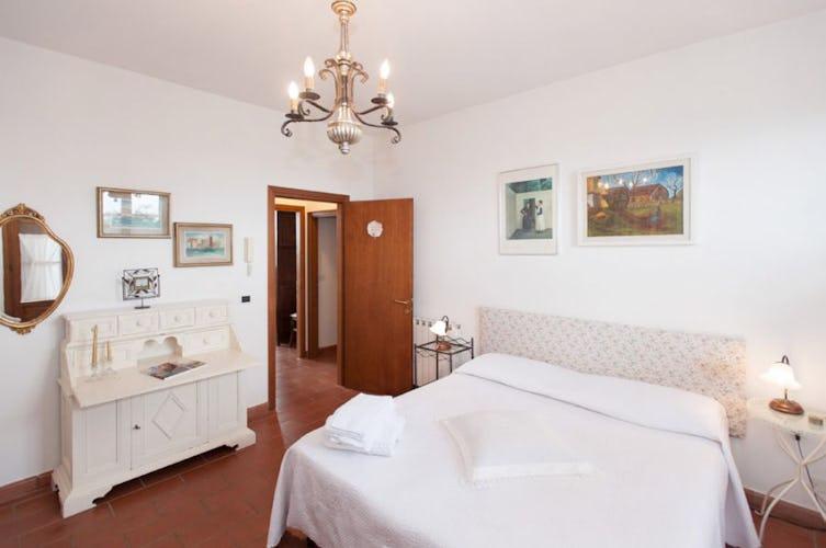 Le stanze sono molto luminose e dotate di riscaldamento centralizzato