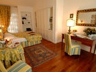 A spacious and bright double room at Marignolle Relais