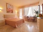 Monna Clara - Elegante Bedroom in Florence