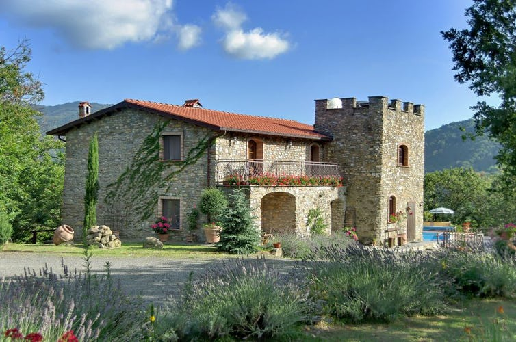 Enjoy the great doors at Villa rental Montecastello